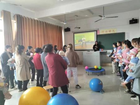 创新教学模式,激活学习兴趣――我院开展《0-3岁儿童动作发展与训练》亲子体验课